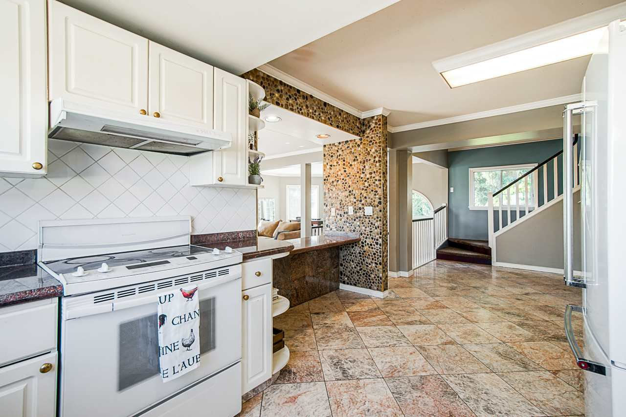 Photo 13: Photos: 17236 KENNEDY Road in Pitt Meadows: West Meadows House for sale : MLS®# R2395279