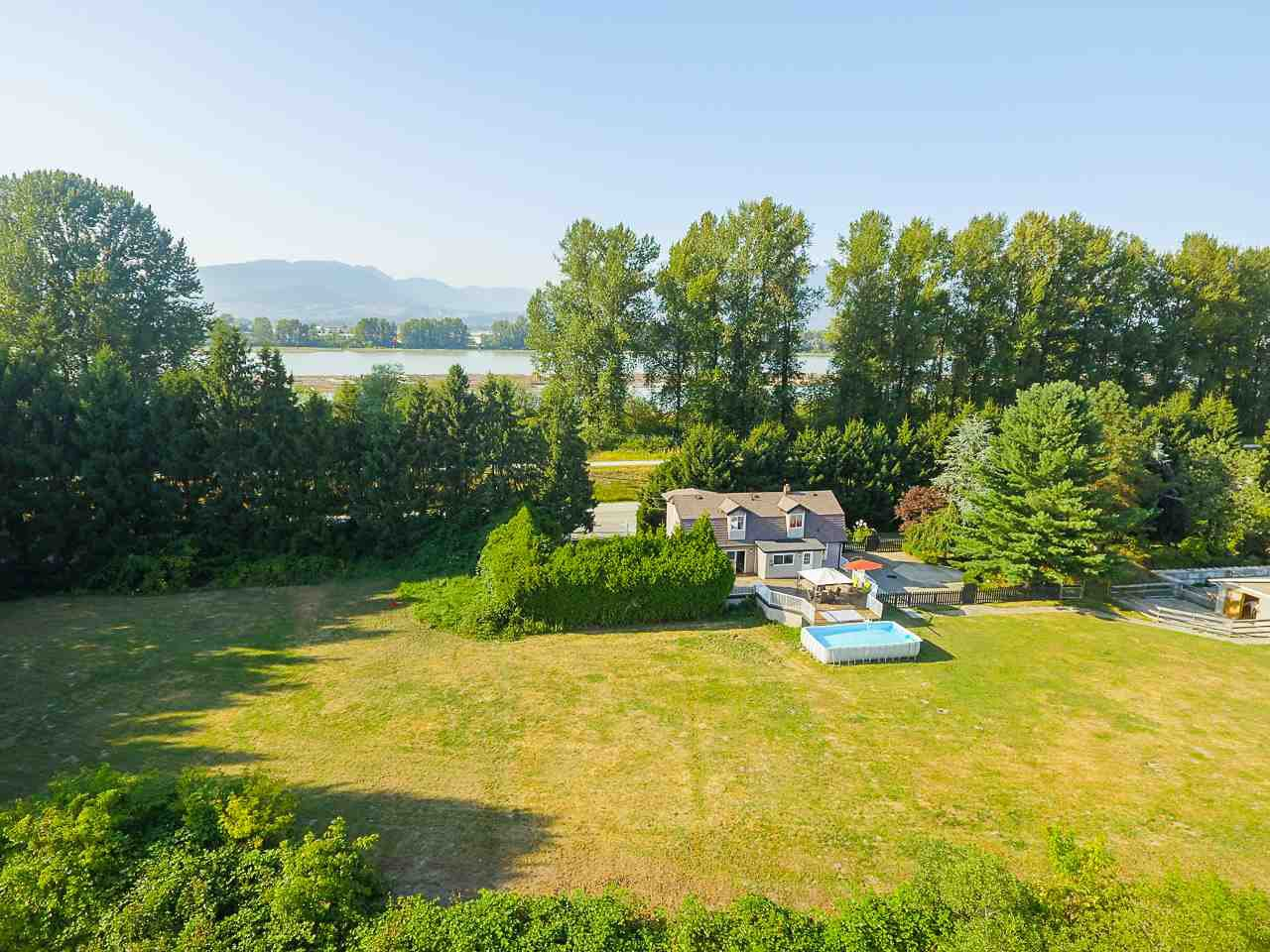 Photo 3: Photos: 17236 KENNEDY Road in Pitt Meadows: West Meadows House for sale : MLS®# R2395279