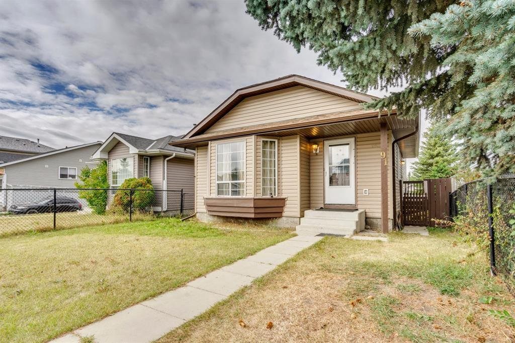 Main Photo: 91 Martinwood Court NE in Calgary: Martindale Detached for sale : MLS®# A1042379