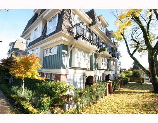 """Main Photo: 2776 ALMA Street in Vancouver: Kitsilano Townhouse for sale in """"TWENTY ON THE PARK"""" (Vancouver West)  : MLS®# V675560"""