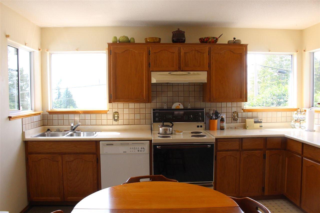 "Photo 7: Photos: 4994 GEER Road in Sechelt: Sechelt District House for sale in ""DAVIS BAY"" (Sunshine Coast)  : MLS®# R2389748"