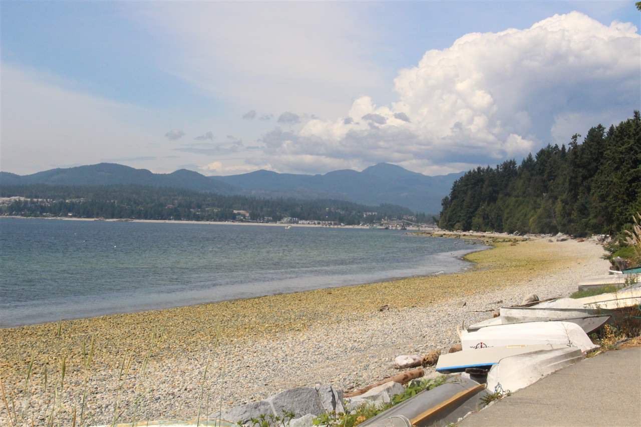 "Photo 18: Photos: 4994 GEER Road in Sechelt: Sechelt District House for sale in ""DAVIS BAY"" (Sunshine Coast)  : MLS®# R2389748"
