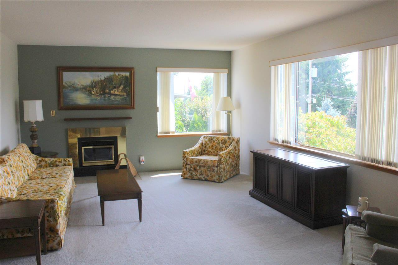 "Photo 5: Photos: 4994 GEER Road in Sechelt: Sechelt District House for sale in ""DAVIS BAY"" (Sunshine Coast)  : MLS®# R2389748"