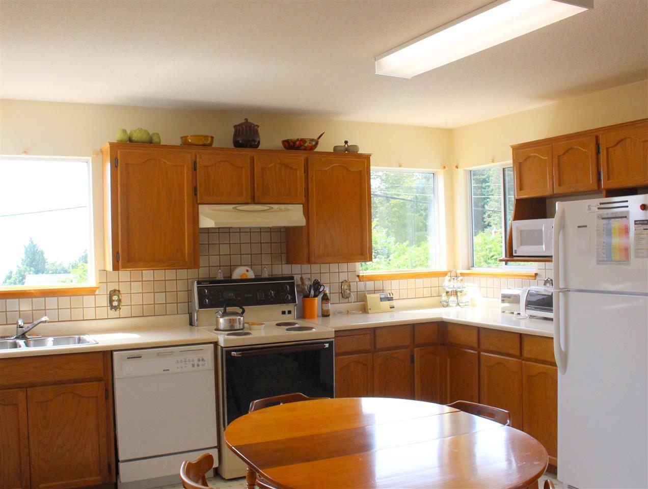 "Photo 8: Photos: 4994 GEER Road in Sechelt: Sechelt District House for sale in ""DAVIS BAY"" (Sunshine Coast)  : MLS®# R2389748"