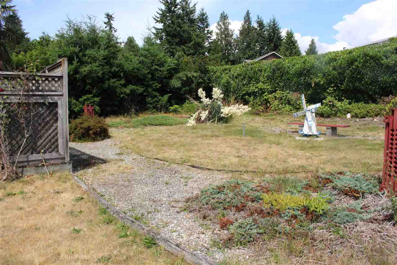 "Photo 16: Photos: 4994 GEER Road in Sechelt: Sechelt District House for sale in ""DAVIS BAY"" (Sunshine Coast)  : MLS®# R2389748"