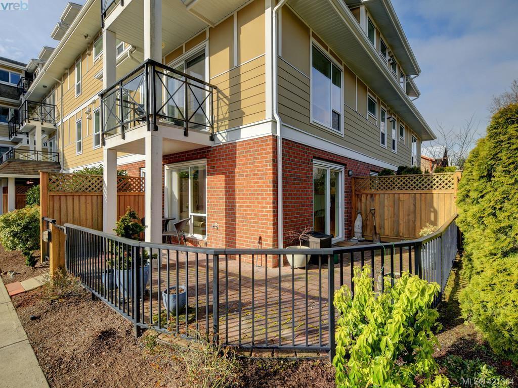 Main Photo: 102 4536 Viewmont Avenue in VICTORIA: SW Royal Oak Condo Apartment for sale (Saanich West)  : MLS®# 421364