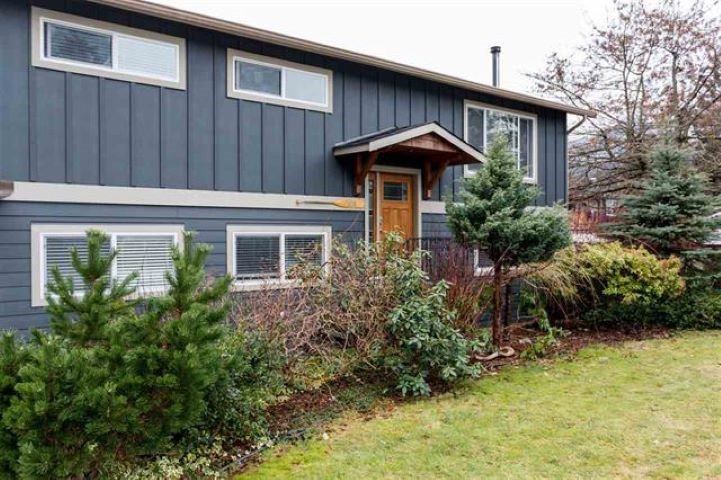Main Photo: 2029 MAPLE Drive in Squamish: Valleycliffe House for sale : MLS®# R2497272