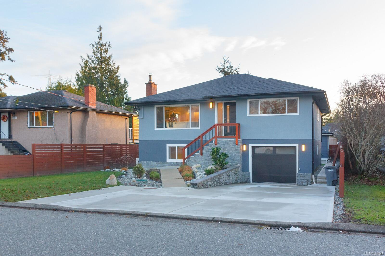 Main Photo: 1849 Carnarvon St in : SE Camosun House for sale (Saanich East)  : MLS®# 861846