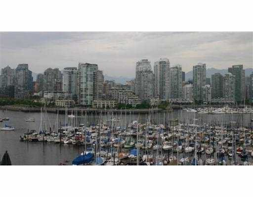 Main Photo: 313 674 LEG IN BOOT SQ in Vancouver: False Creek Townhouse for sale (Vancouver West)  : MLS®# V537981