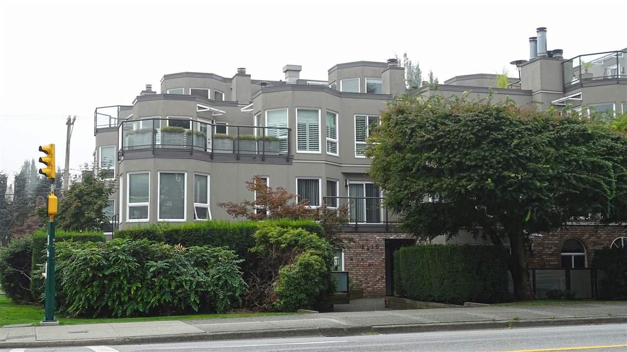 Main Photo: 205 2110 CORNWALL Avenue in Vancouver: Kitsilano Condo for sale (Vancouver West)  : MLS®# R2498239