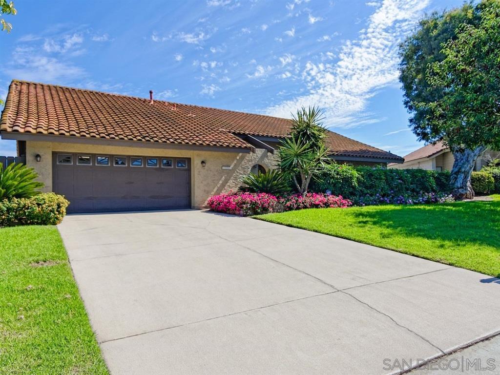 Main Photo: BONITA House for sale : 4 bedrooms : 3256 Casa Bonita