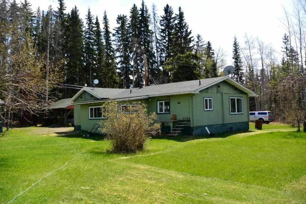 Main Photo: 100 LAIDLAW Road in Smithers: Smithers - Rural House for sale (Smithers And Area (Zone 54))  : MLS®# R2455012