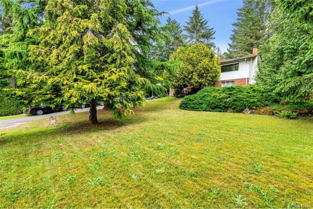 Main Photo: 4811 West Saanich Rd in Saanich: SW Beaver Lake House for sale (Saanich West)  : MLS®# 842888