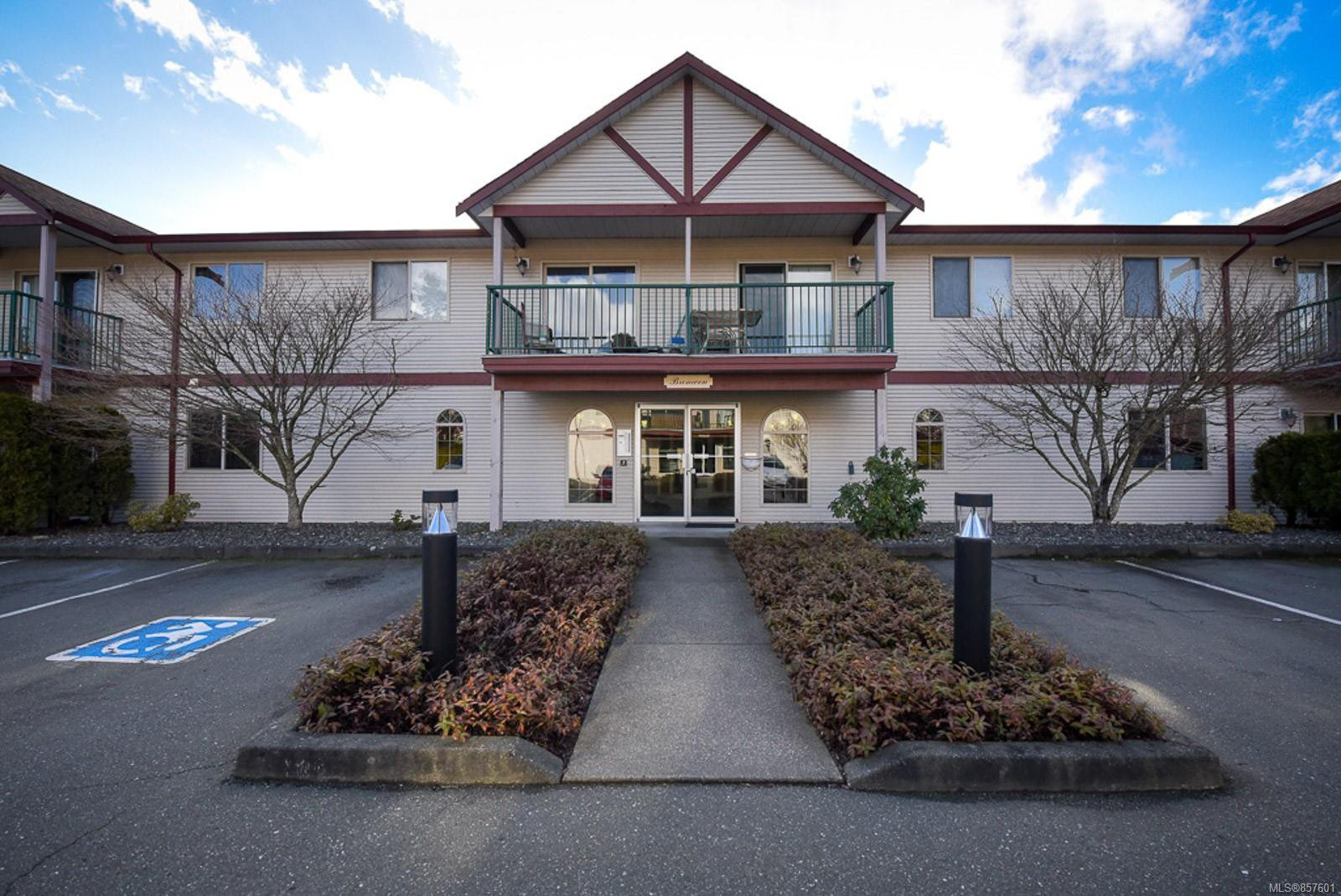 Main Photo: 213 1450 Tunner Dr in : CV Courtenay East Condo for sale (Comox Valley)  : MLS®# 857601