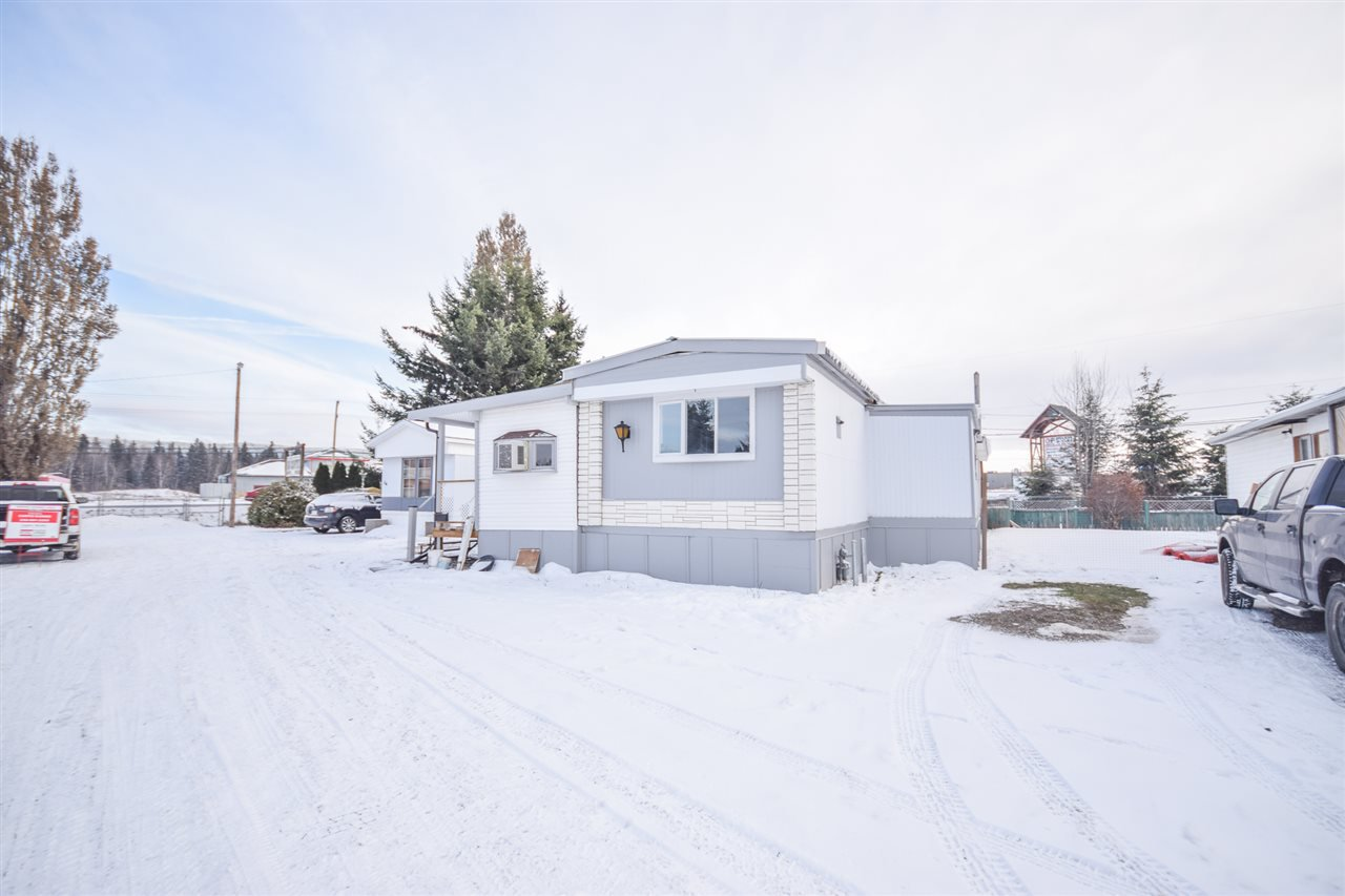 Main Photo: 37 634 ELM Street in Quesnel: Red Bluff/Dragon Lake Manufactured Home for sale (Quesnel (Zone 28))  : MLS®# R2518912
