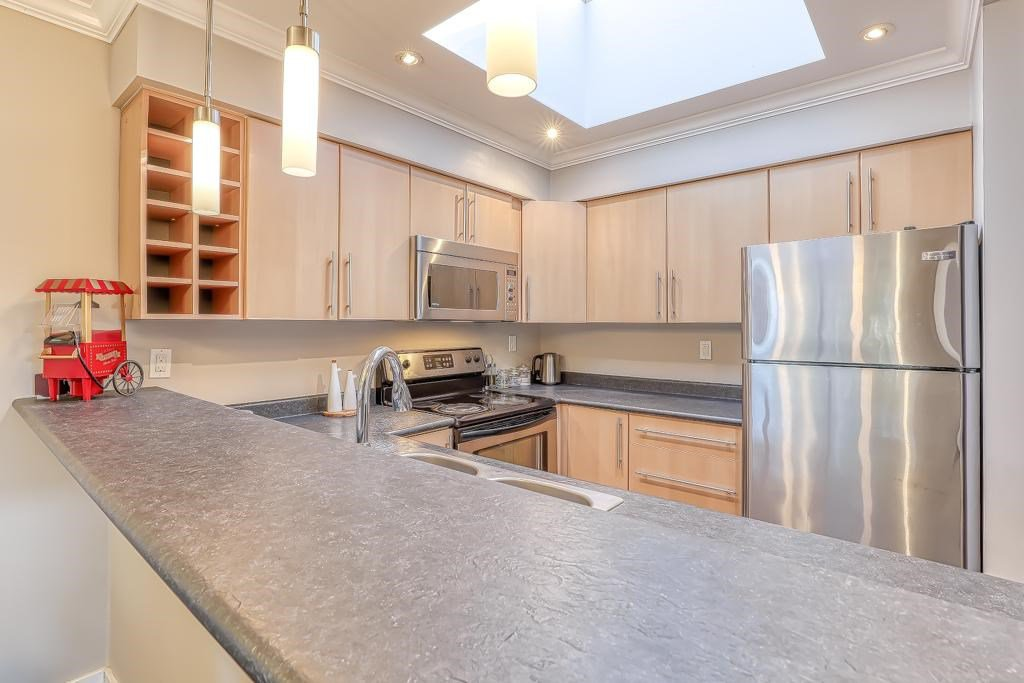 "Main Photo: 310 932 ROBINSON Street in Coquitlam: Coquitlam West Condo for sale in ""The Shaughnessy"" : MLS®# R2438593"