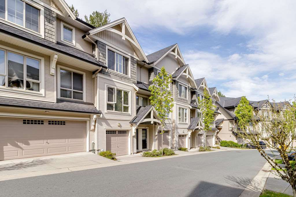 "Main Photo: 142 3105 DAYANEE SPRINGS Boulevard in Coquitlam: Westwood Plateau Townhouse for sale in ""WHITETAIL LANE TOWNHOMES"" : MLS®# R2455519"