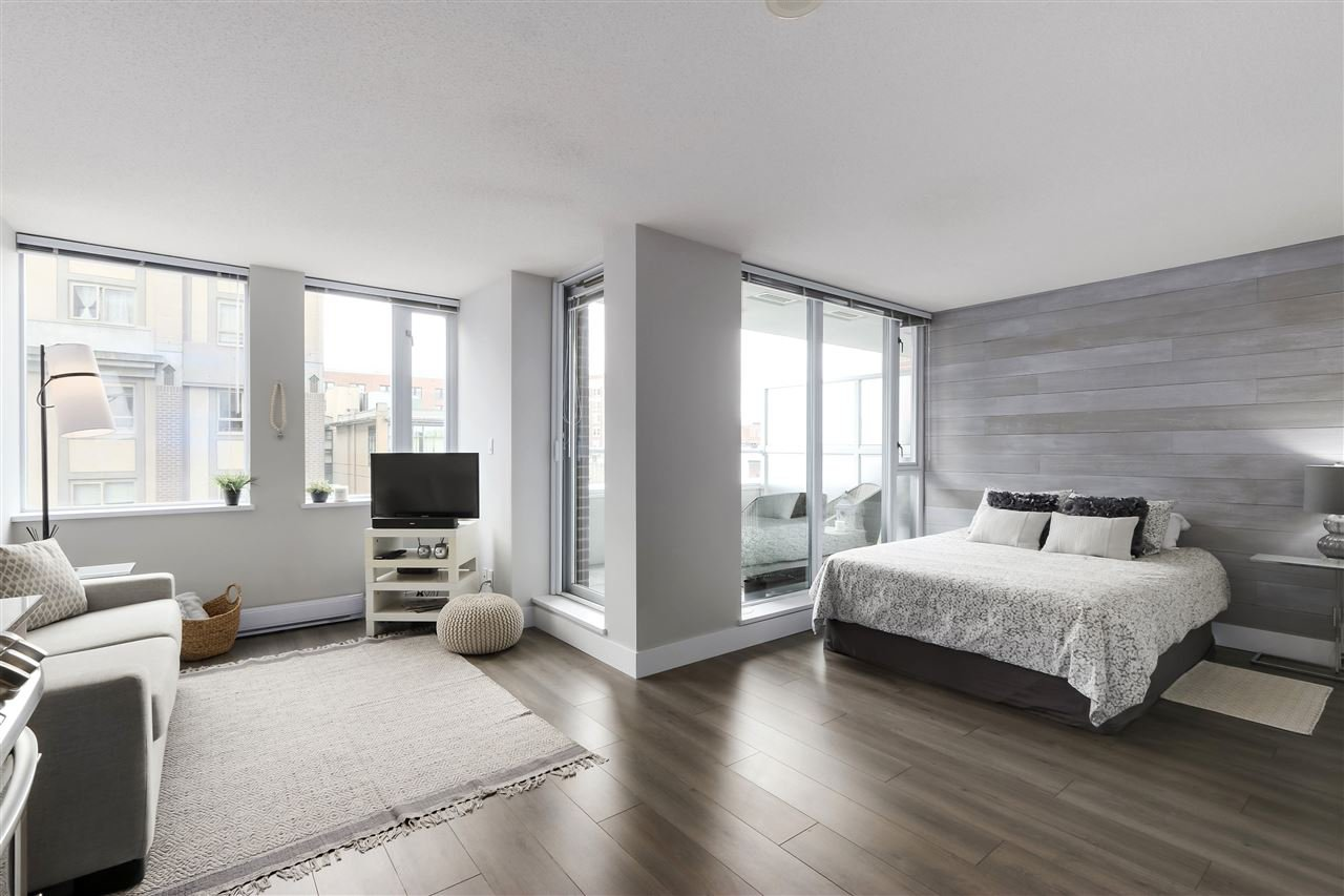 "Main Photo: 505 550 TAYLOR Street in Vancouver: Downtown VW Condo for sale in ""The Taylor"" (Vancouver West)  : MLS®# R2453623"