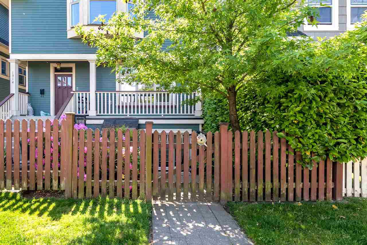 Photo 2: Photos: 1512 GRAVELEY Street in Vancouver: Grandview Woodland Townhouse for sale (Vancouver East)  : MLS®# R2457757