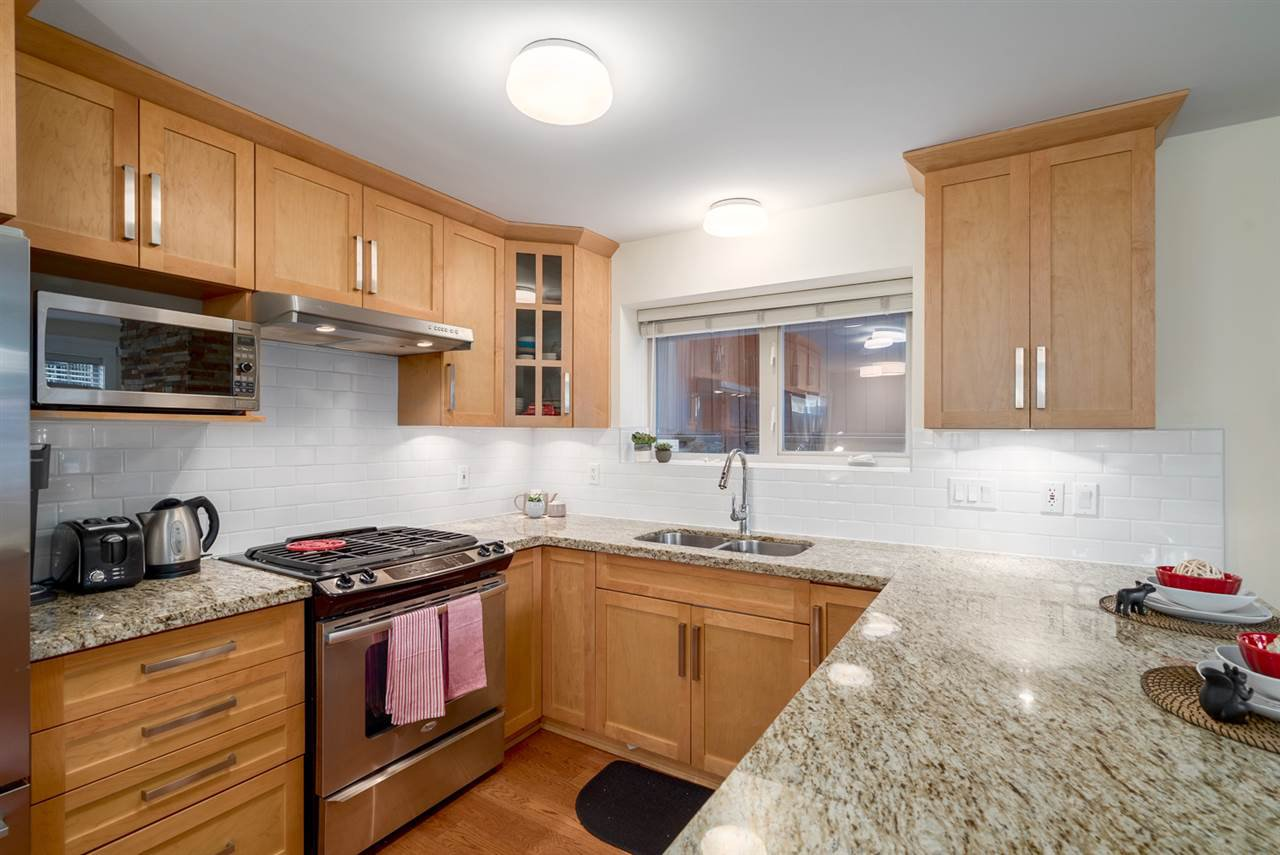 Photo 11: Photos: 1512 GRAVELEY Street in Vancouver: Grandview Woodland Townhouse for sale (Vancouver East)  : MLS®# R2457757