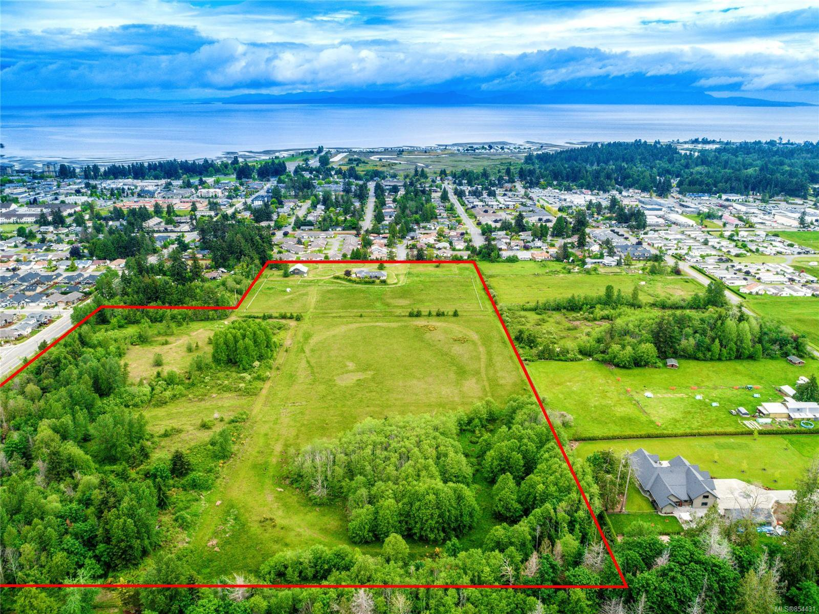 Main Photo: 365 Meadowview Pl in : PQ Parksville House for sale (Parksville/Qualicum)  : MLS®# 854431