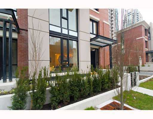 "Main Photo: 338 SMITHE Street in Vancouver: Downtown VW Townhouse for sale in ""YALETOWN PARK II"" (Vancouver West)  : MLS®# V646253"