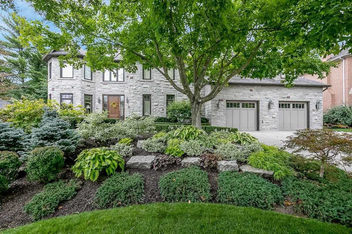 Main Photo: 19 Hodgkinson Cres in Aurora: Hills of St Andrew Freehold for sale : MLS®# N4925102