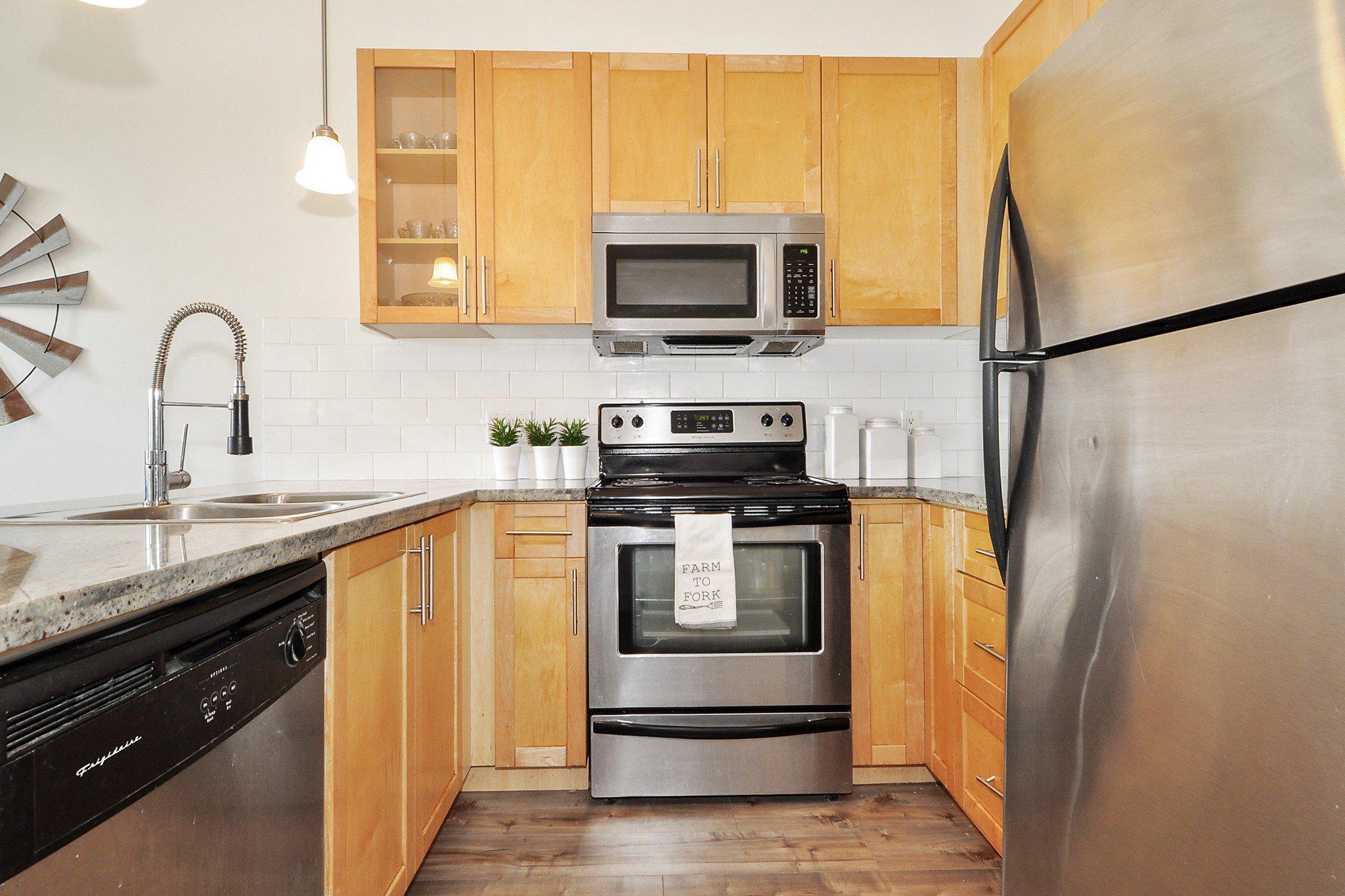 "Photo 8: Photos: 302 688 E 17TH Avenue in Vancouver: Fraser VE Condo for sale in ""MONDELLA"" (Vancouver East)  : MLS®# R2403902"