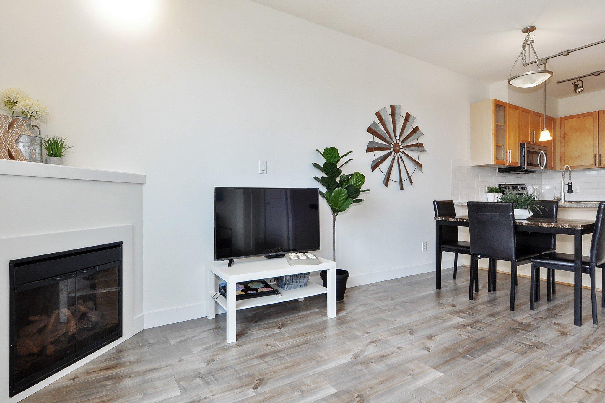 "Photo 4: Photos: 302 688 E 17TH Avenue in Vancouver: Fraser VE Condo for sale in ""MONDELLA"" (Vancouver East)  : MLS®# R2403902"