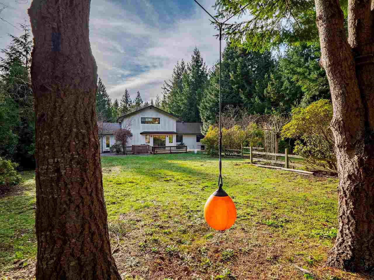 """Photo 1: Photos: 7980 COOPER Road in Halfmoon Bay: Halfmn Bay Secret Cv Redroofs House for sale in """"WELCOME WOODS"""" (Sunshine Coast)  : MLS®# R2427808"""