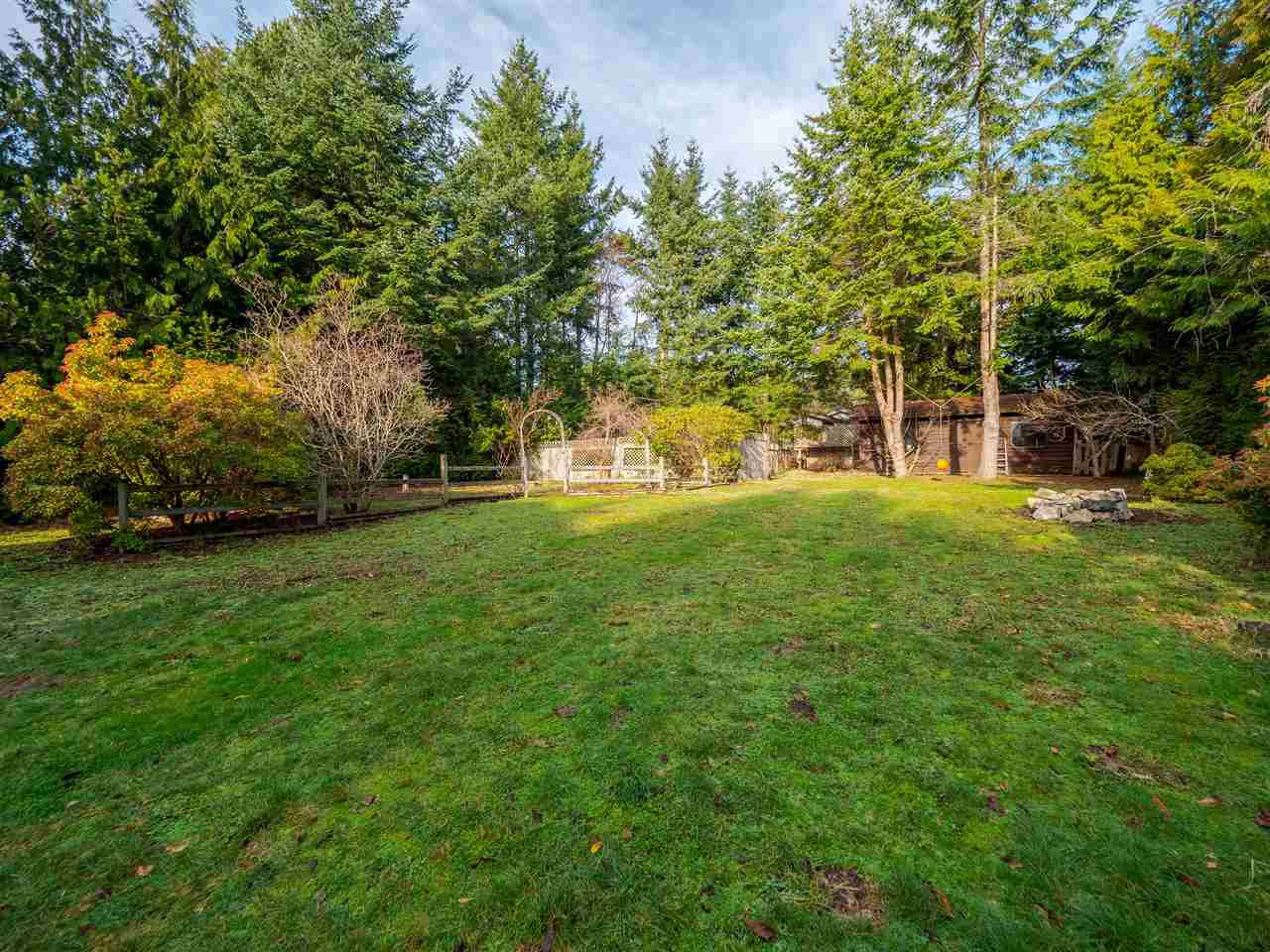 """Photo 19: Photos: 7980 COOPER Road in Halfmoon Bay: Halfmn Bay Secret Cv Redroofs House for sale in """"WELCOME WOODS"""" (Sunshine Coast)  : MLS®# R2427808"""