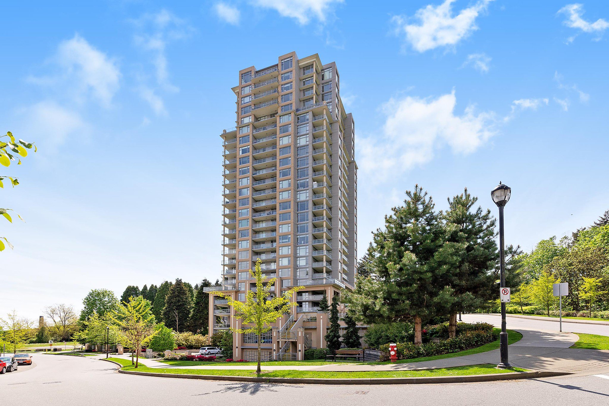 Main Photo: 2209 280 ROSS Drive in New Westminster: Fraserview NW Condo for sale : MLS®# R2465378