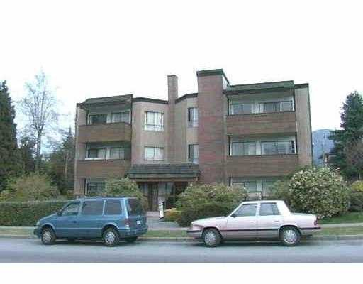 "Main Photo: 210 206 E 15TH ST in North Vancouver: Central Lonsdale Condo for sale in ""LIONS GATE MANOR"" : MLS®# V544258"
