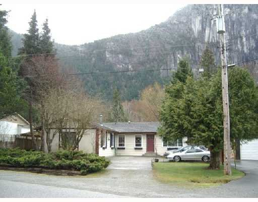 Main Photo: 38028 in Squamish: House for sale : MLS®# V699069