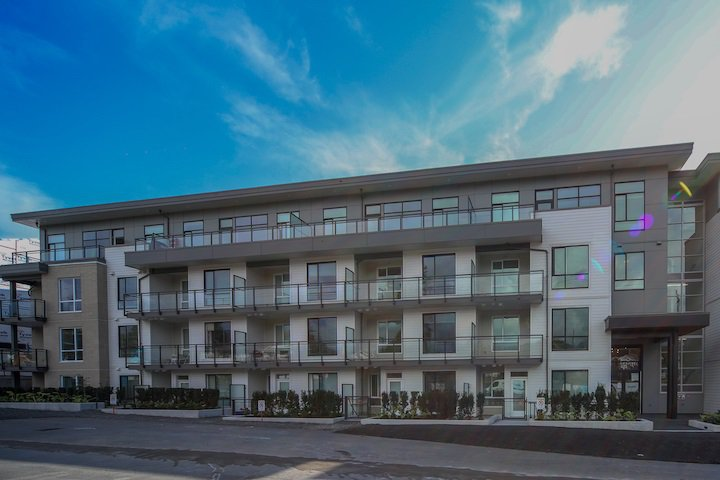 """Main Photo: 306 625 E 3RD Street in North Vancouver: Lower Lonsdale Condo for sale in """"Kindred Moodyville"""" : MLS®# R2396884"""
