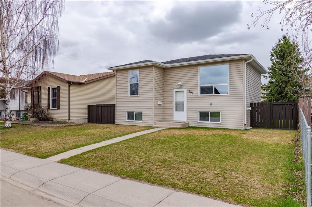 Main Photo: 108 CASTLEBROOK Rise NE in Calgary: Castleridge Detached for sale : MLS®# C4296334