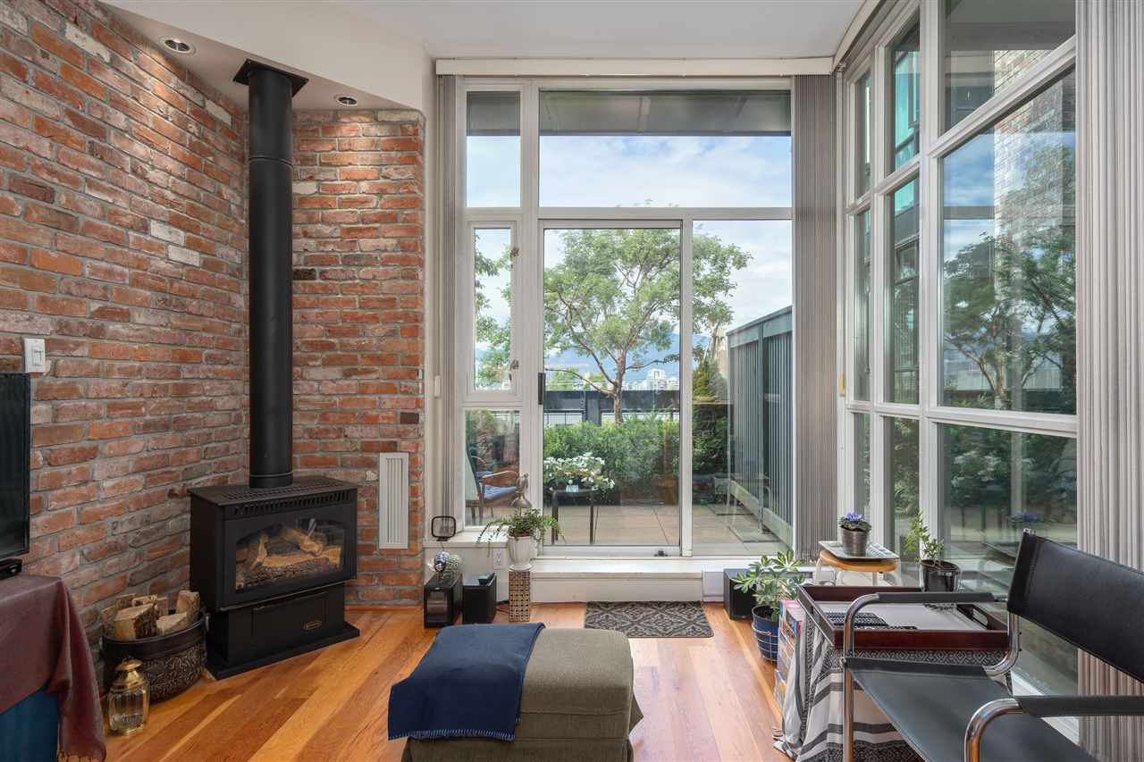 """Main Photo: 217 2515 ONTARIO Street in Vancouver: Mount Pleasant VW Condo for sale in """"ELEMENTS"""" (Vancouver West)  : MLS®# R2470291"""