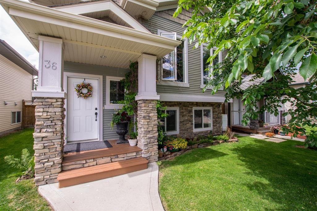 Main Photo: 36 White Avenue in Red Deer: Westlake Residential for sale : MLS®# A1056221