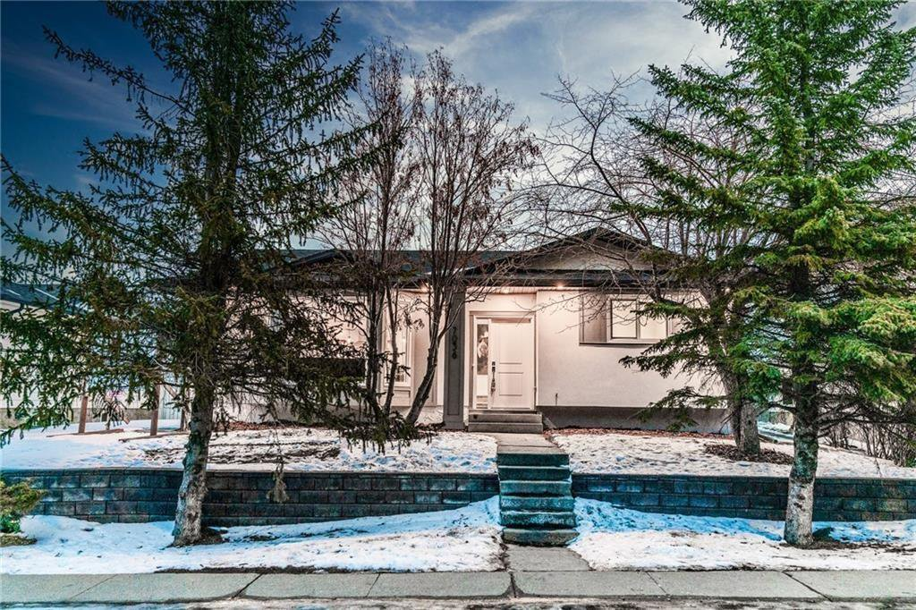 Main Photo: 7036 78 Street NW in Calgary: Silver Springs Detached for sale : MLS®# C4297062