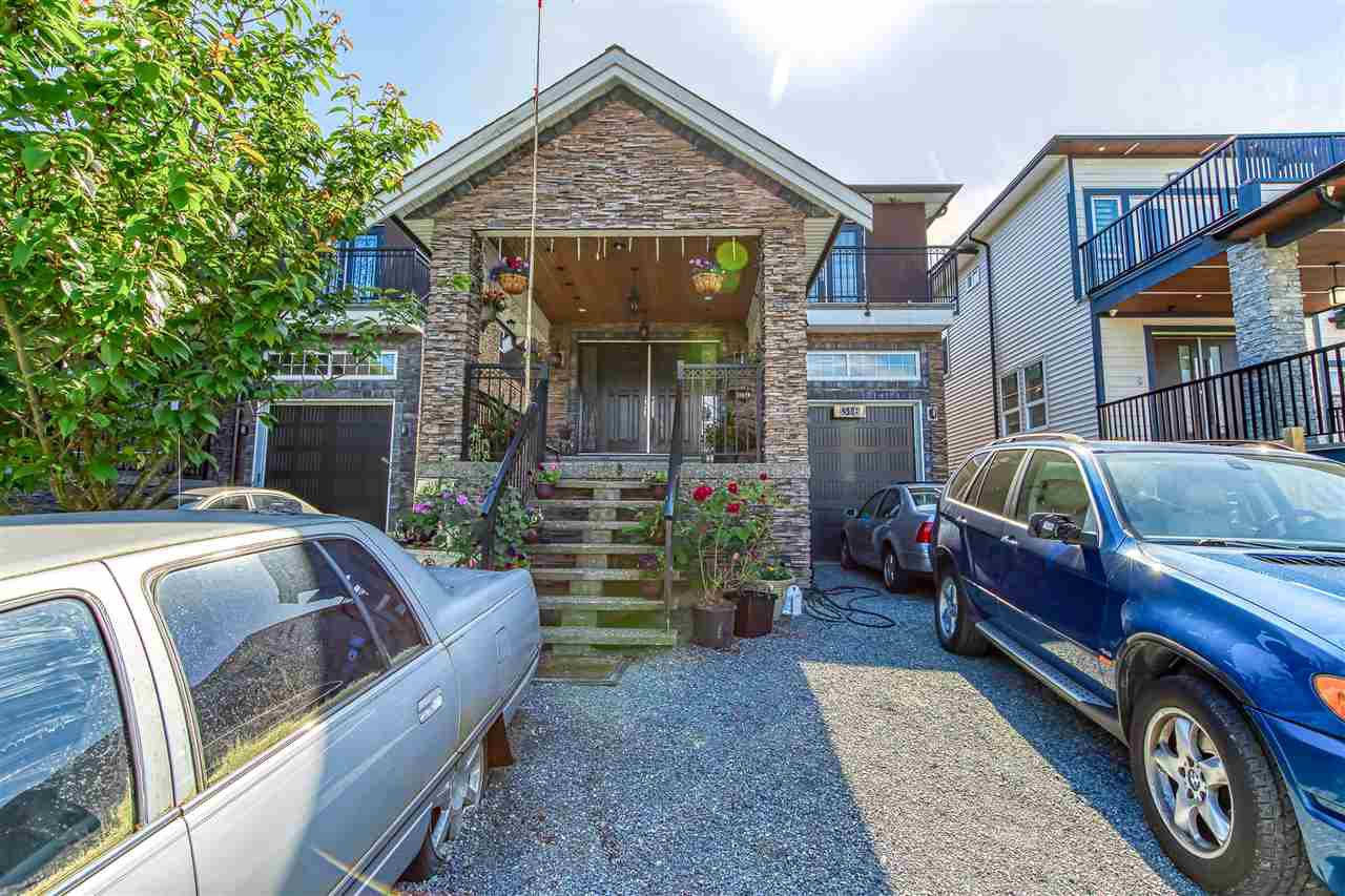 Main Photo: 316 LAWRENCE Street in New Westminster: Queensborough House for sale : MLS®# R2464887