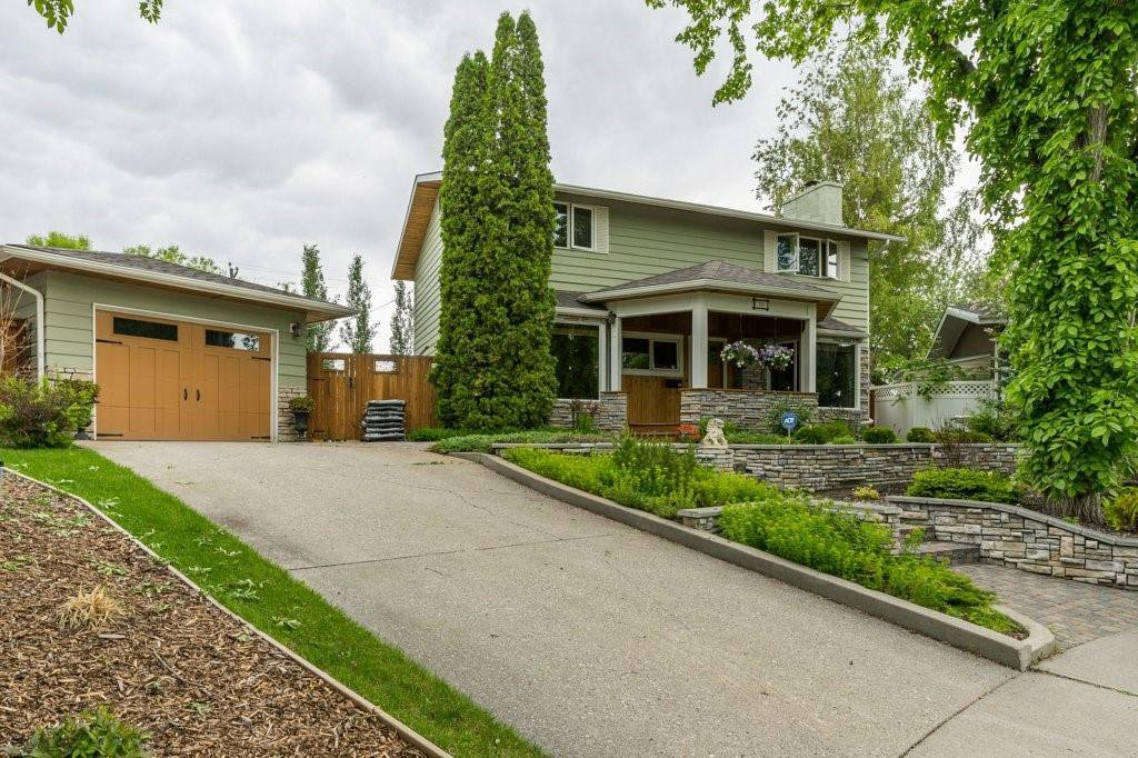 Main Photo: 10 LORNE Place SW in Calgary: North Glenmore Park Detached for sale : MLS®# C4281632