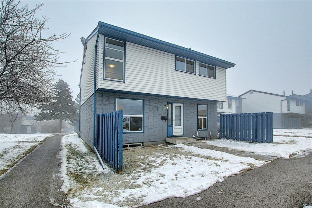 Main Photo: 72 6440 4 Street NW in Calgary: Thorncliffe Row/Townhouse for sale : MLS®# A1050002
