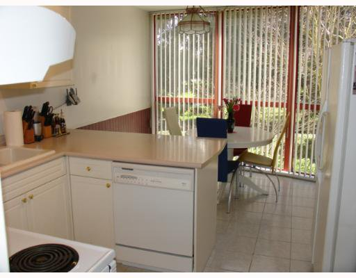 "Photo 2: Photos: 104 38 LEOPOLD Place in New Westminster: Downtown NW Condo for sale in ""THE EAGLE CREST"" : MLS®# V638039"