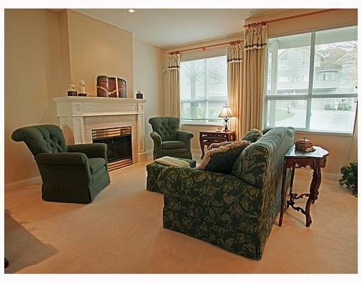 """Photo 4: Photos: 203 1465 PARKWAY Boulevard in Coquitlam: Westwood Plateau Townhouse for sale in """"SILVER OAK"""" : MLS®# V702547"""