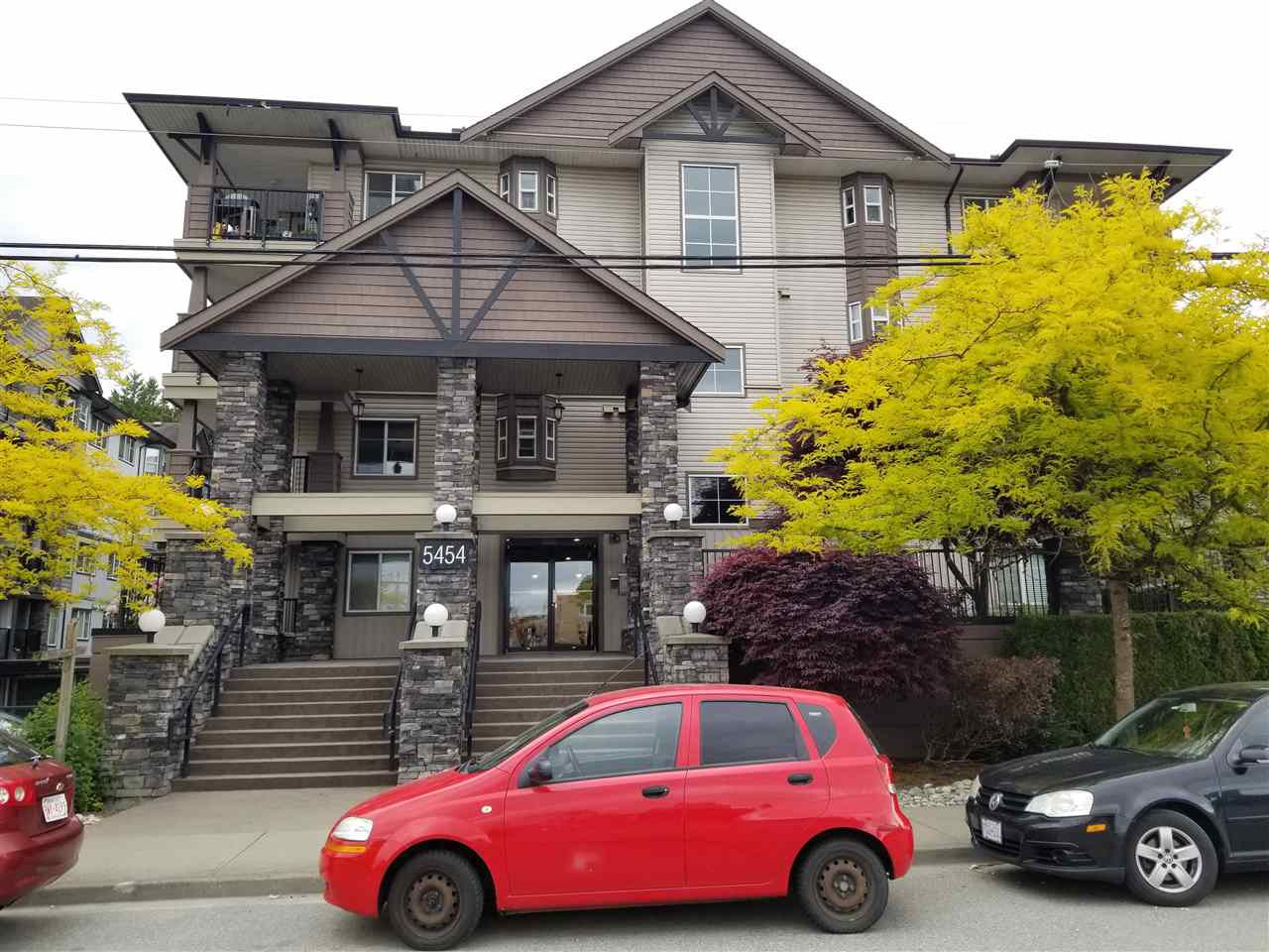 "Main Photo: 201 5454 198 Street in Langley: Langley City Condo for sale in ""BRYDON WALK"" : MLS®# R2460022"