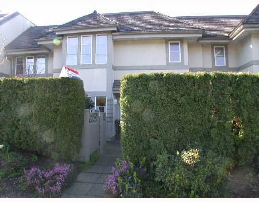 "Main Photo: 245 W 15TH Street in North Vancouver: Central Lonsdale Townhouse for sale in ""CHATSWORTH MEWS"" : MLS®# V638589"