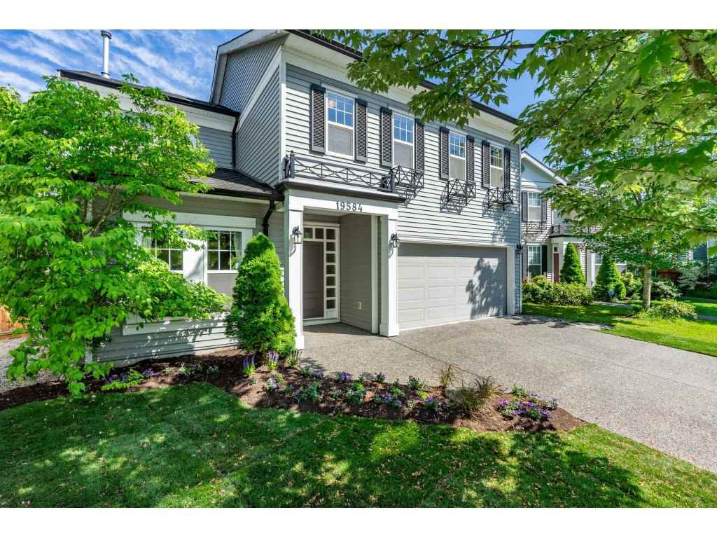 "Main Photo: 19584 SHINGLEBOLT Crescent in Pitt Meadows: South Meadows House for sale in ""SAWYER'S LANDING"" : MLS®# R2397927"