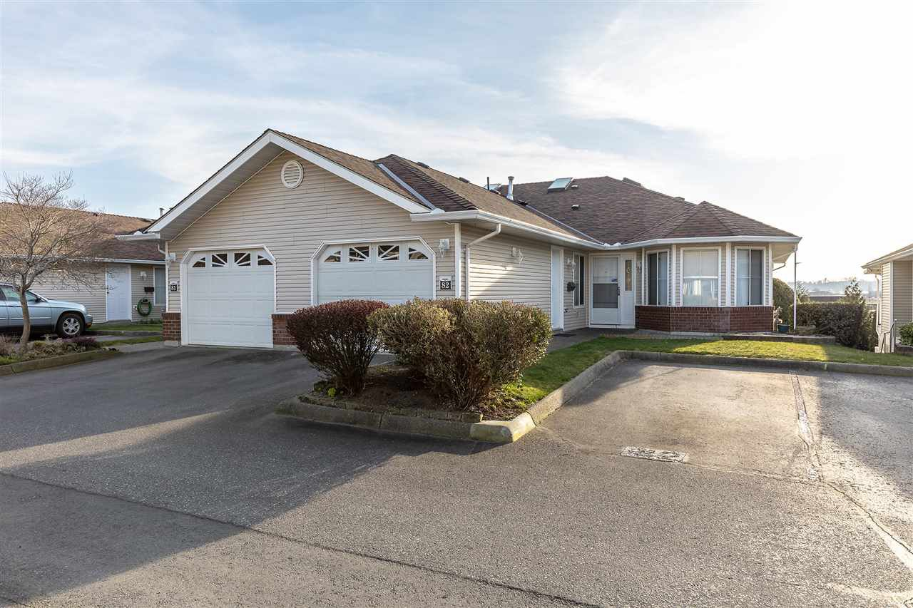 "Main Photo: 82 1973 WINFIELD Drive in Abbotsford: Abbotsford East Townhouse for sale in ""BELMONT RIDGE"" : MLS®# R2446573"