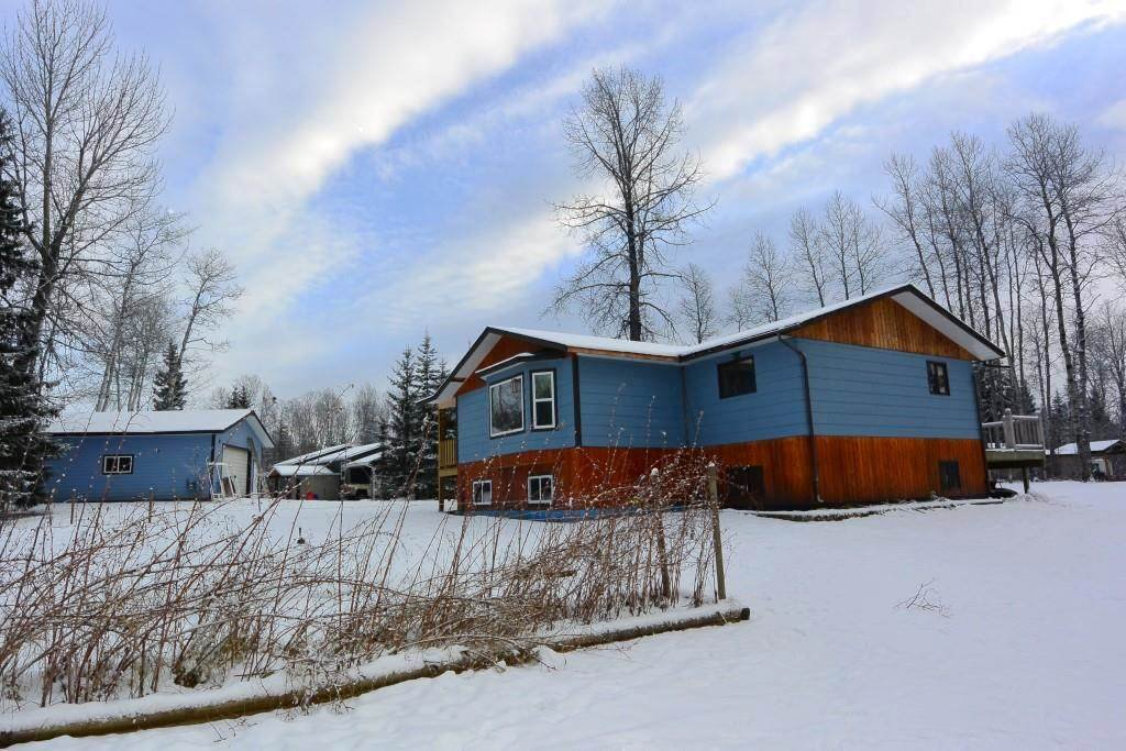"""Main Photo: 1860 SPRUCE Street: Telkwa House for sale in """"Woodland Park Area"""" (Smithers And Area (Zone 54))  : MLS®# R2524139"""