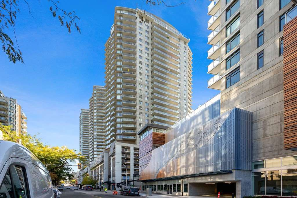 """Main Photo: 1801 898 CARNARVON Street in New Westminster: Downtown NW Condo for sale in """"AZURE"""" : MLS®# R2525774"""